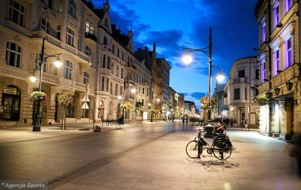 Na zdjęciu ul. Piotrkowska nocą